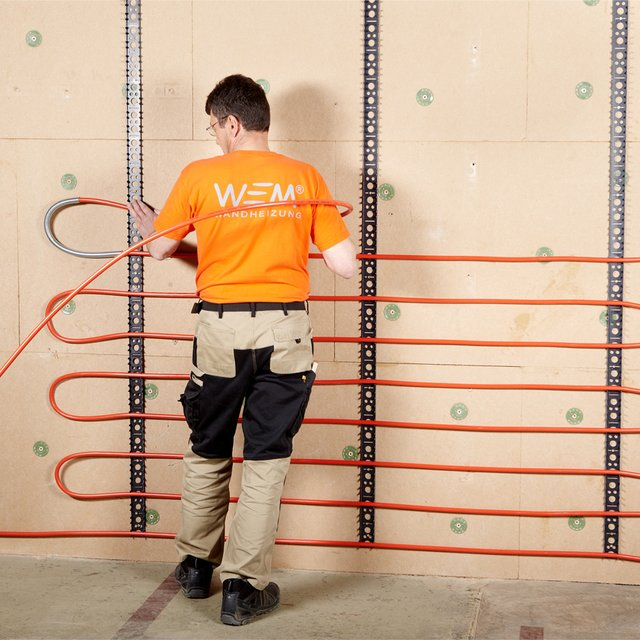 Small wall sections and uneven surfaces can be equipped very flexibly with toothed rails and pipe systems.